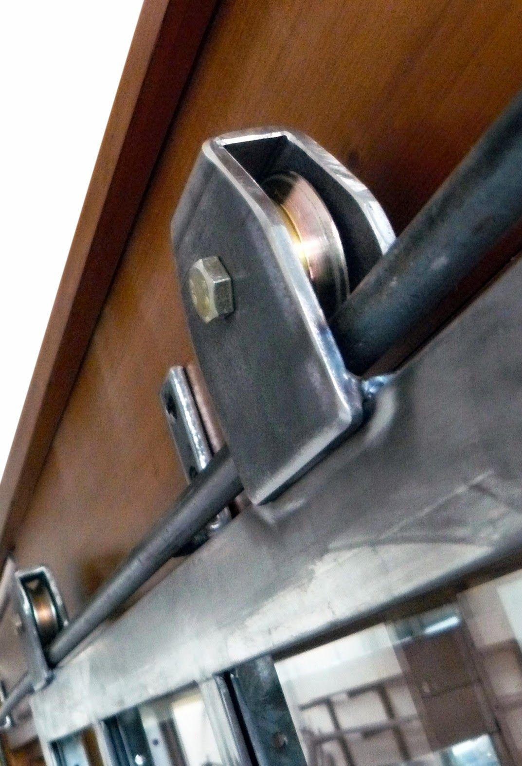 Porte Coulissante Type Atelier Rail A L Ancienne Et Pointe De Diamant Porte Coulissante Porte Coulissante Exterieure Portes Coulissantes De Grange