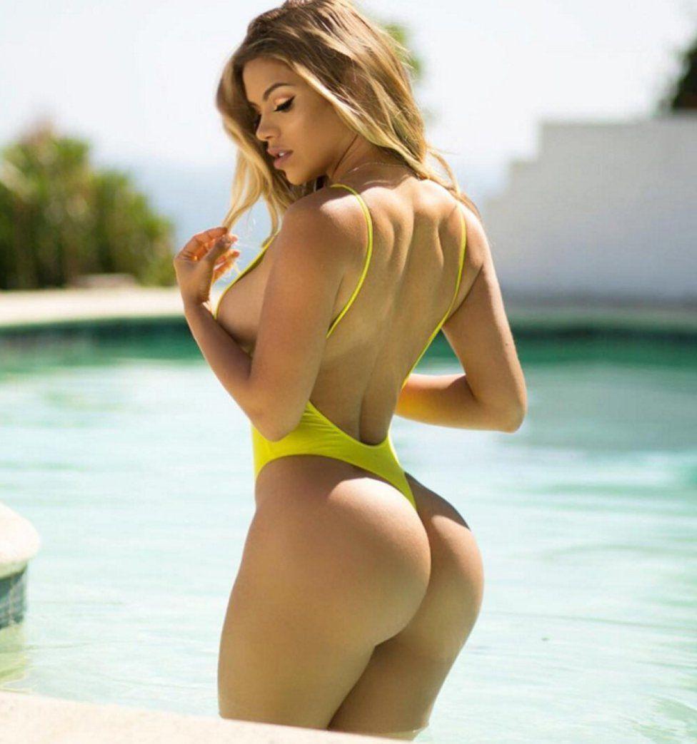 La Chica En Bikini