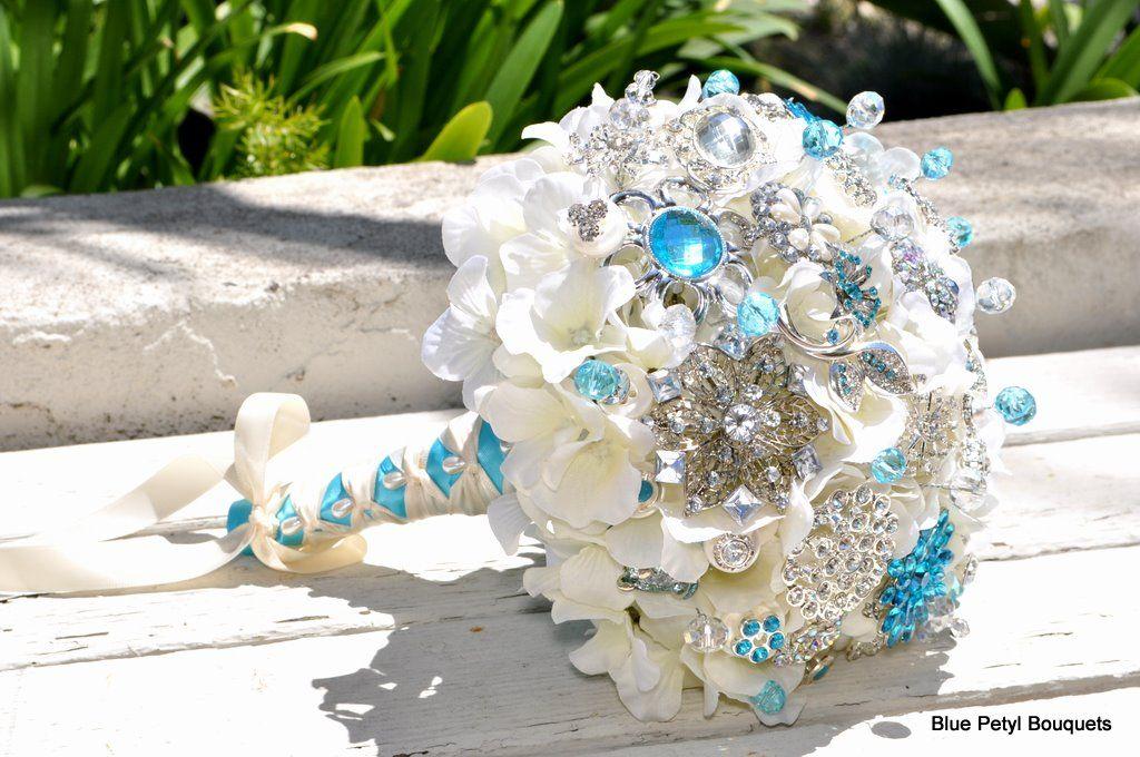Brooch bouquet design