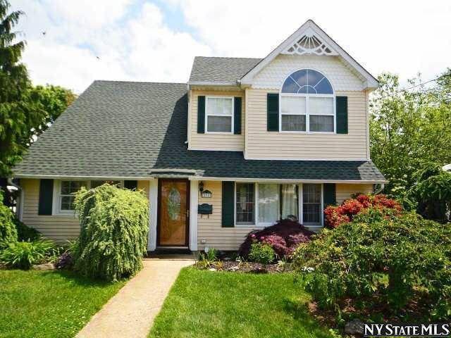 9 Roxbury Ln Massapequa Ny 11758 Home For Sale And Real Estate Listing Realtor Com Roxbury House Styles Building A House