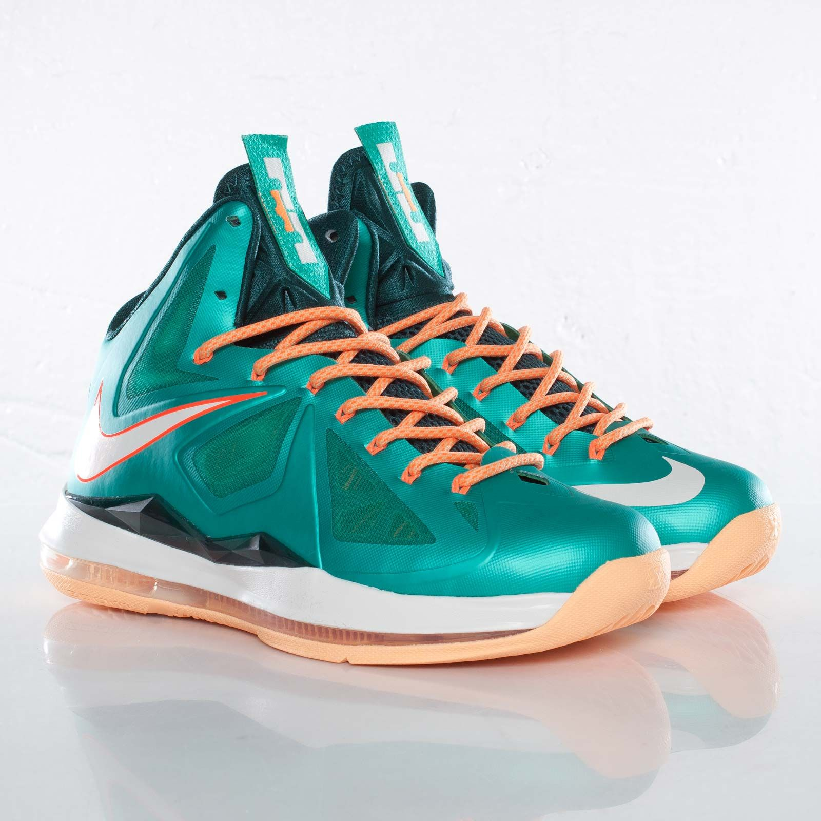 "differently f9129 d2450 The ""Miami Dolphins"" colorway of the Nike Lebron X"