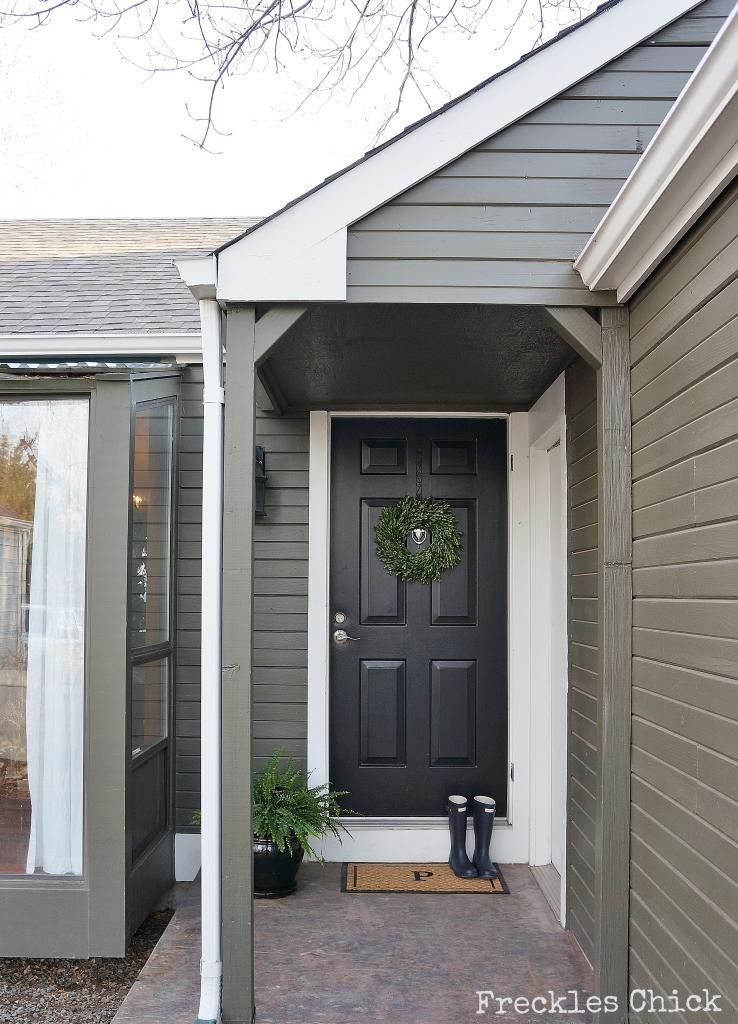 About 4 years ago we had our exterior redone as seen here - Exterior paint colors benjamin moore ...