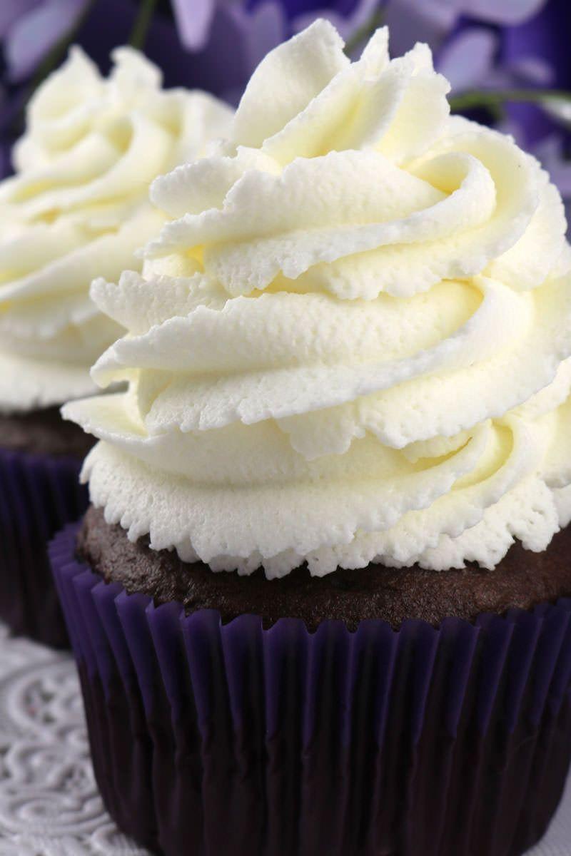 The Best Whipped Cream Frosting #whippedcreamrecipe