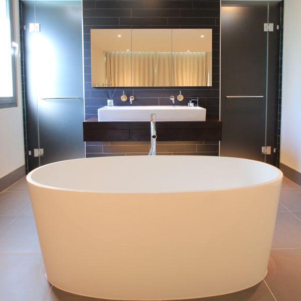 Designer Monita Cheung creates an elegant and spacious bathroom, with the ios bath as the luxurious centrepiece.