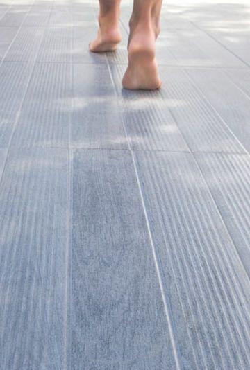 Sol terrasse 20 beaux carrelages pour une terrasse design terrasse design gres cerame et gres - Carrelage italien gres cerame ...