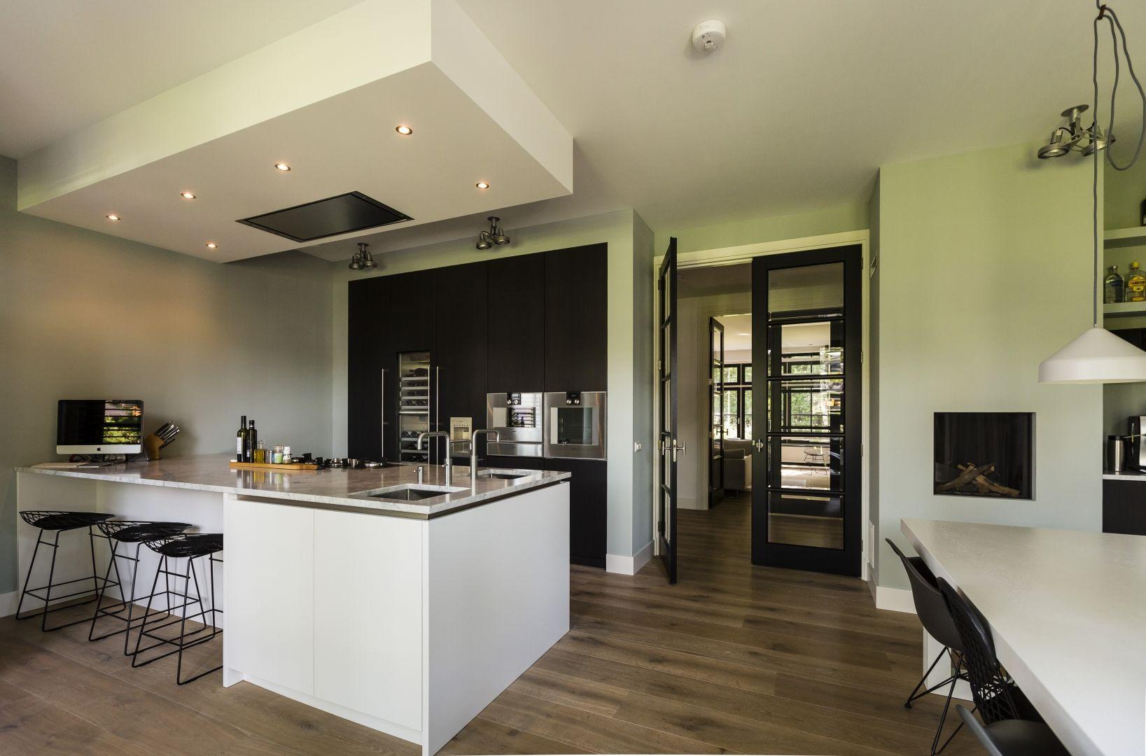 Modern vormgegeven keuken villa zeist twee onder een for Modern herenhuis