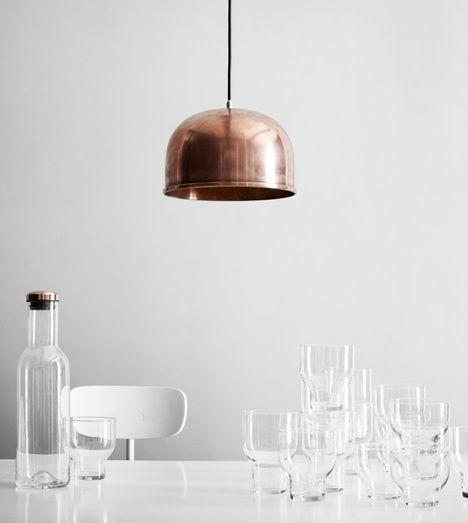 Lampa ve tvaru zvonu od Grethe Meyer.