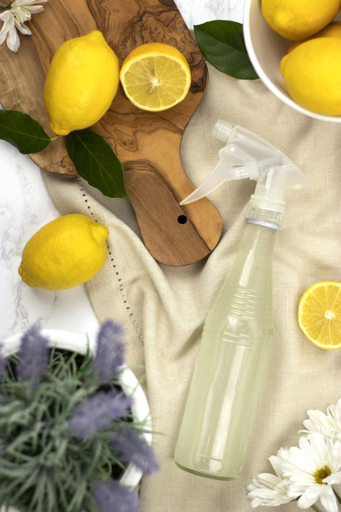 How to DIY Lavender Lemon Glass Cleaner Without Rubbing