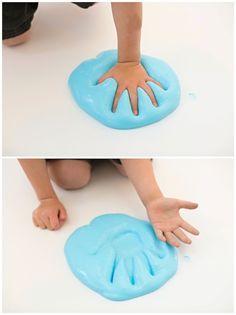 Blauen Schleim selber machen, Handabdruck im Schleim, mit ...