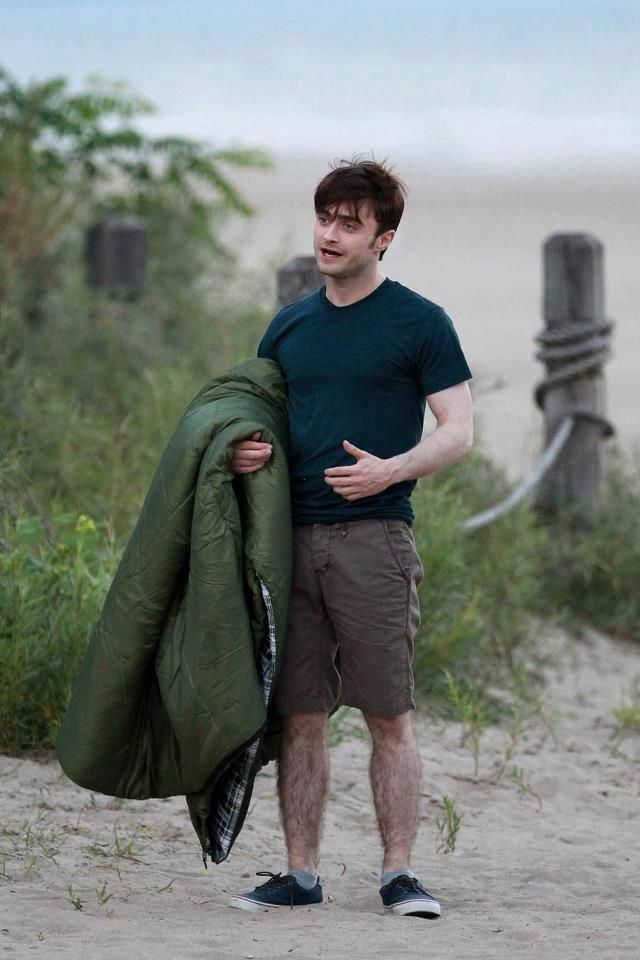 Daniel Radcliffe (and his HAIRY LEGS!) If I wasn't already crushing on  Daniel Radcliffe, I sure am after seeing this picture!