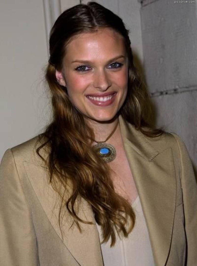 vinessa shaw eyes wide shut