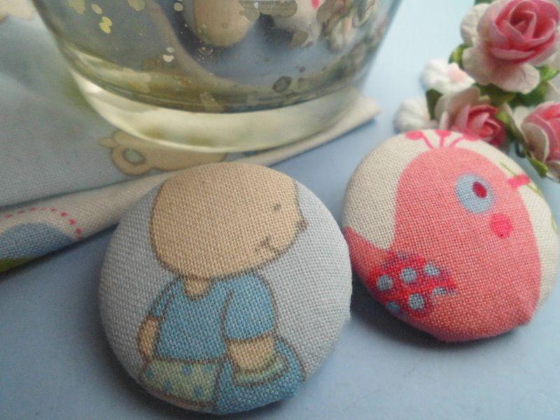 *Cute* Stoffknopf als Brosche von Happy Lilly auf DaWanda.com