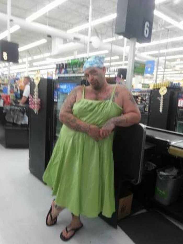 The 45 Funniest 'People of Walmart' Photos #peopleofwalmart #walmart #wtf http://ibeebz.com