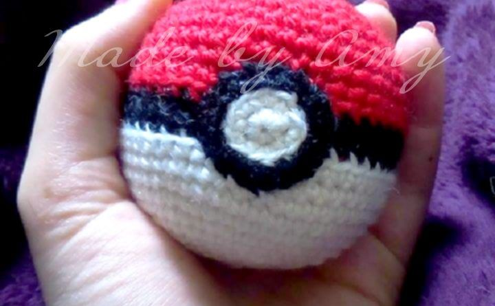 Patron Amigurumi Crochet : Pokéball – Made by Amy | amigurumi ...