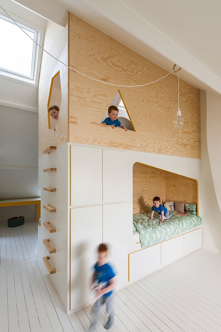 Bespoke Brilliance: Twin Bed Wall In Kidsu0027 Room With Loft Play Zone