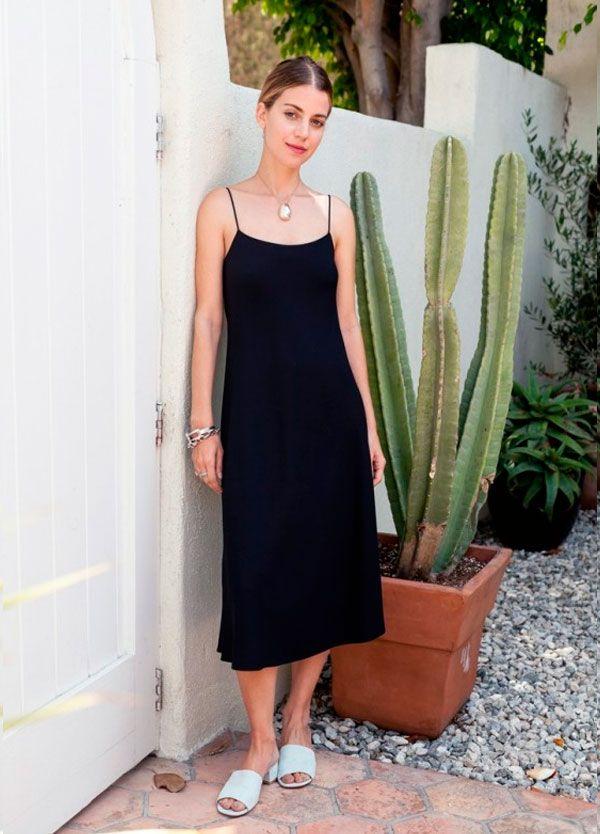 011aa97472 O vestido preto básico rende produções lindas e minimalistas.
