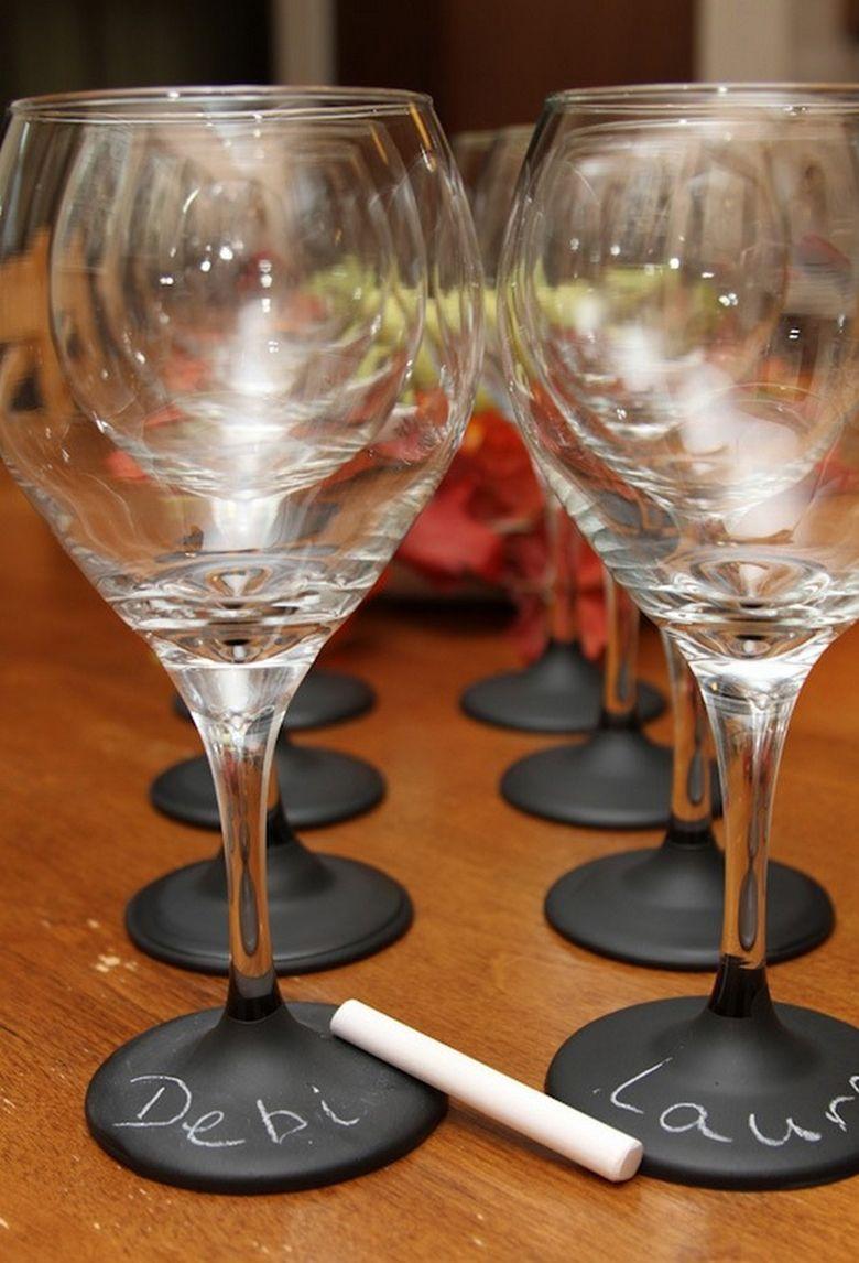 Heb jij ook altijd dat probleem dat je per ongeluk uit het verkeerde glas drinkt? Op www.budgi.nl staat een leuke tip zodat je dat nooit meer gebeurt. #glas #wijn #wijnglas #feest #goedkoop #budget #tips #budgi