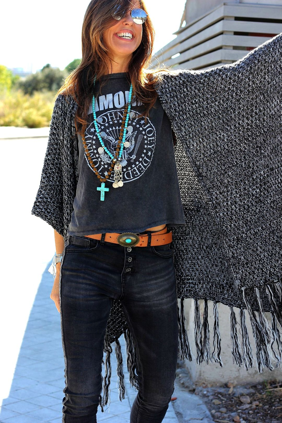 Mytenida Poncho Chiadu Terrace AquÍ Chaqueta Jacket Levard Camiseta T Shirt Pull Bear Jeans The Amity Company Bolso Handbag