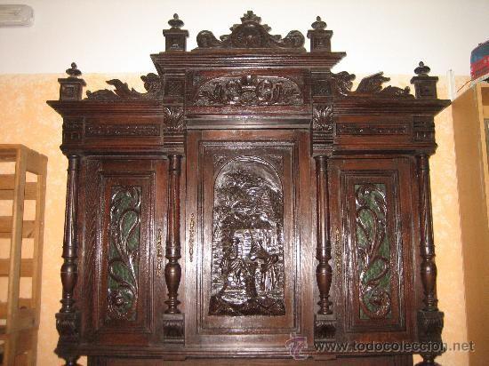 Antiguo y impresionante mueble armario siglo xviii grabado en relieve miren fotos es el mismo - Muebles el siglo ...