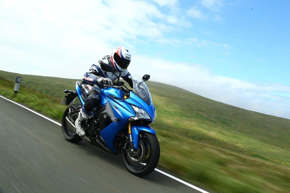 Imágenes de la prueba de la Suzuki GSX-S100F en la Isla de Man | Motociclismo.es