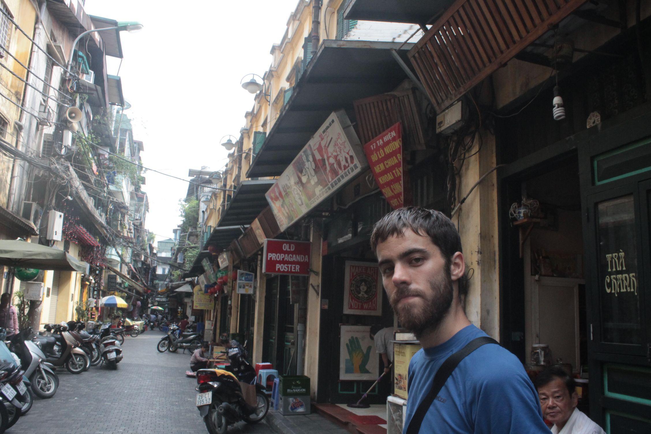 En una de las calles de Old Quartier