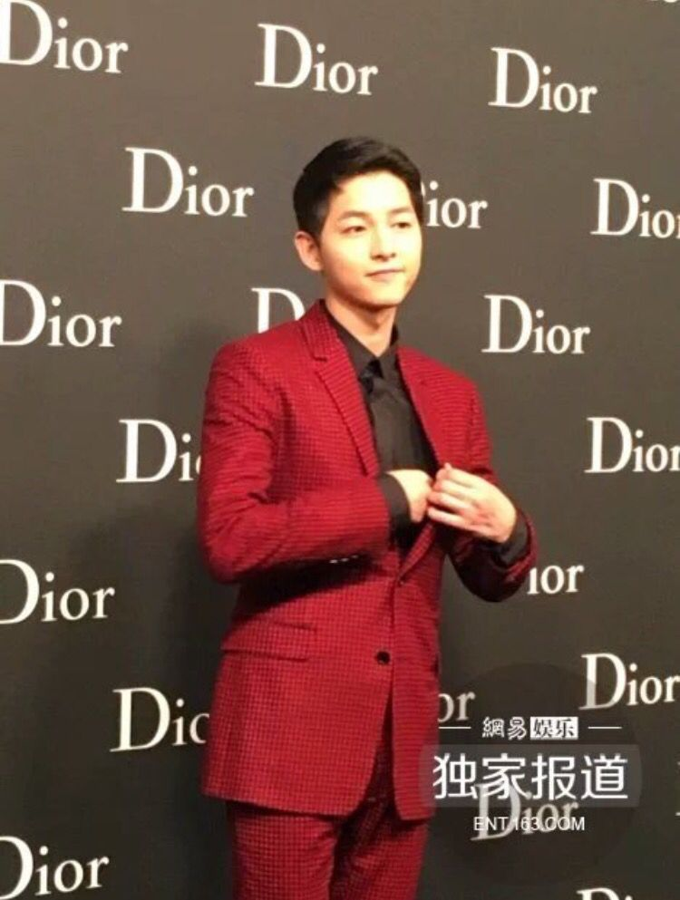 160422 Song Joong Ki  Homme Dior Fashion Show at HongKong