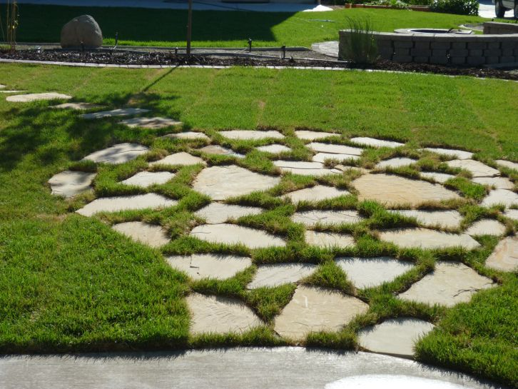 Flagstone Patio In Grass Patio Stones Backyard Patio Designs