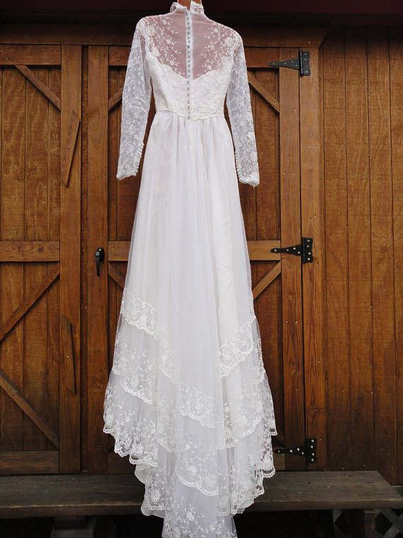 5f68e721f1a Vintage long sleeve lace wedding gown