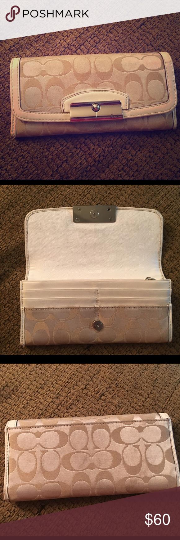 Coach wallet Spacious coach wallet Coach Bags Wallets