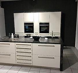 Angebot Musterküche MattLack Küche mit Kochinsel