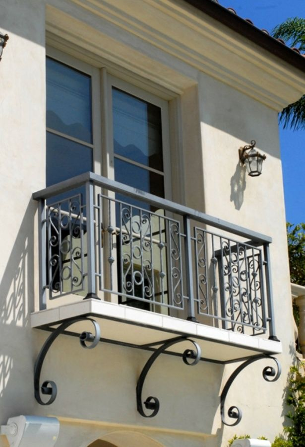 Get a catchy balcony using these 60 best railings designs for Metal balcony