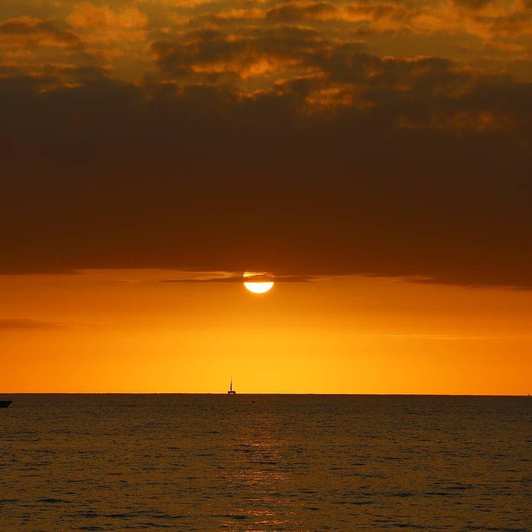 #sunset #sailboat #ocean #sugarbeach #kihei #colors by mnrunner808