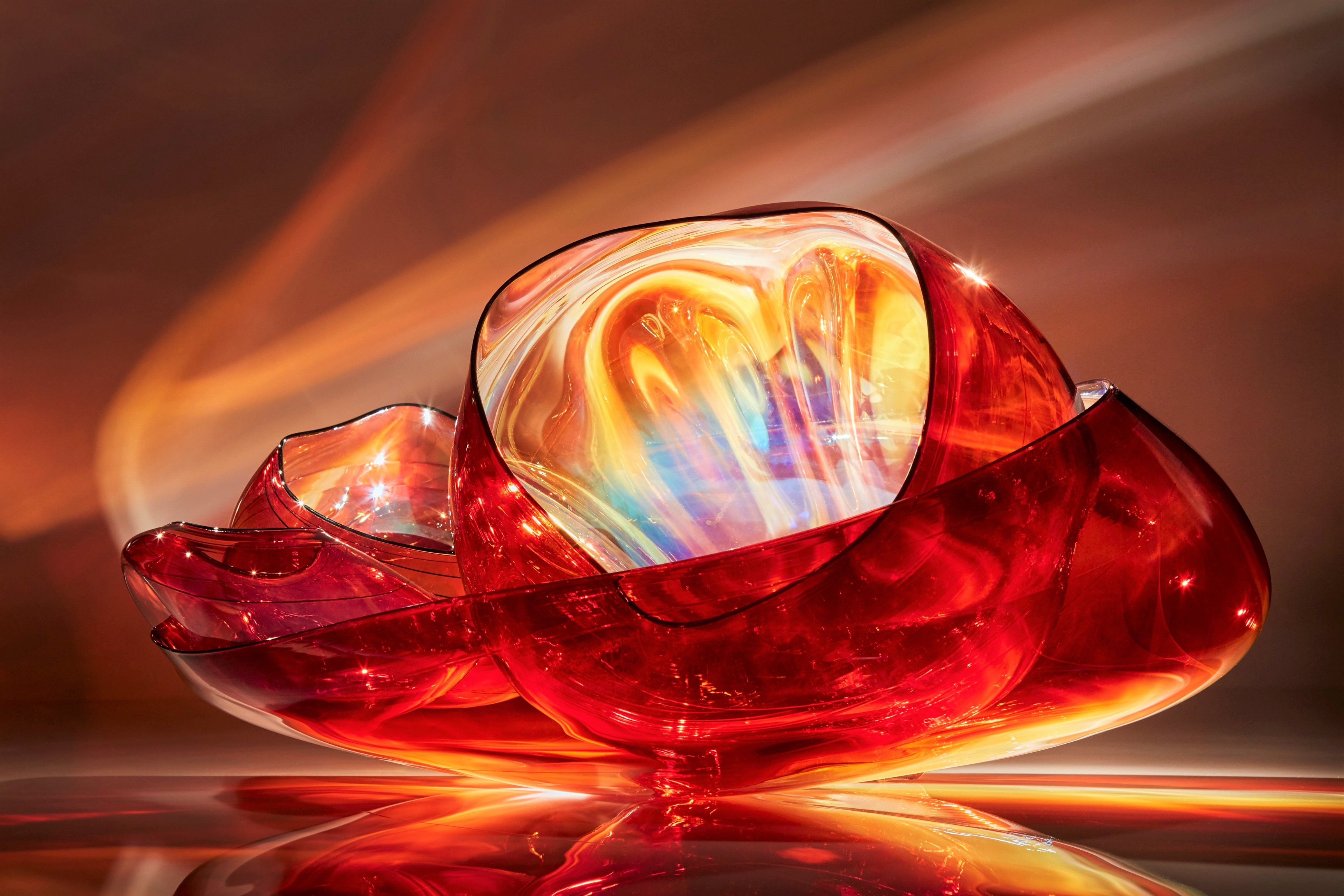 Garnet Flame Basket Set S Color Reacts To Heat In Unpredictable Ways Creating A Prismatic Spectrum Of Rich Reds Pinks Glass Art Projects Glass Art Chihuly