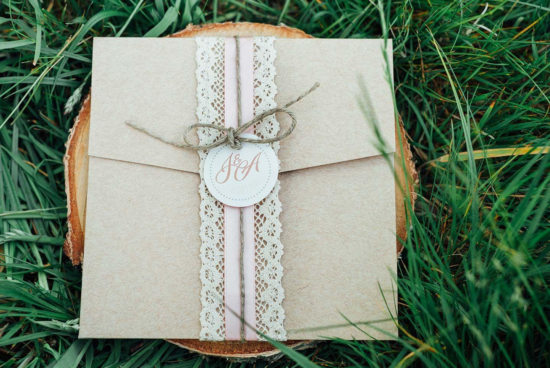 wald- und wiesen hochzeitsinspiration, Einladungen