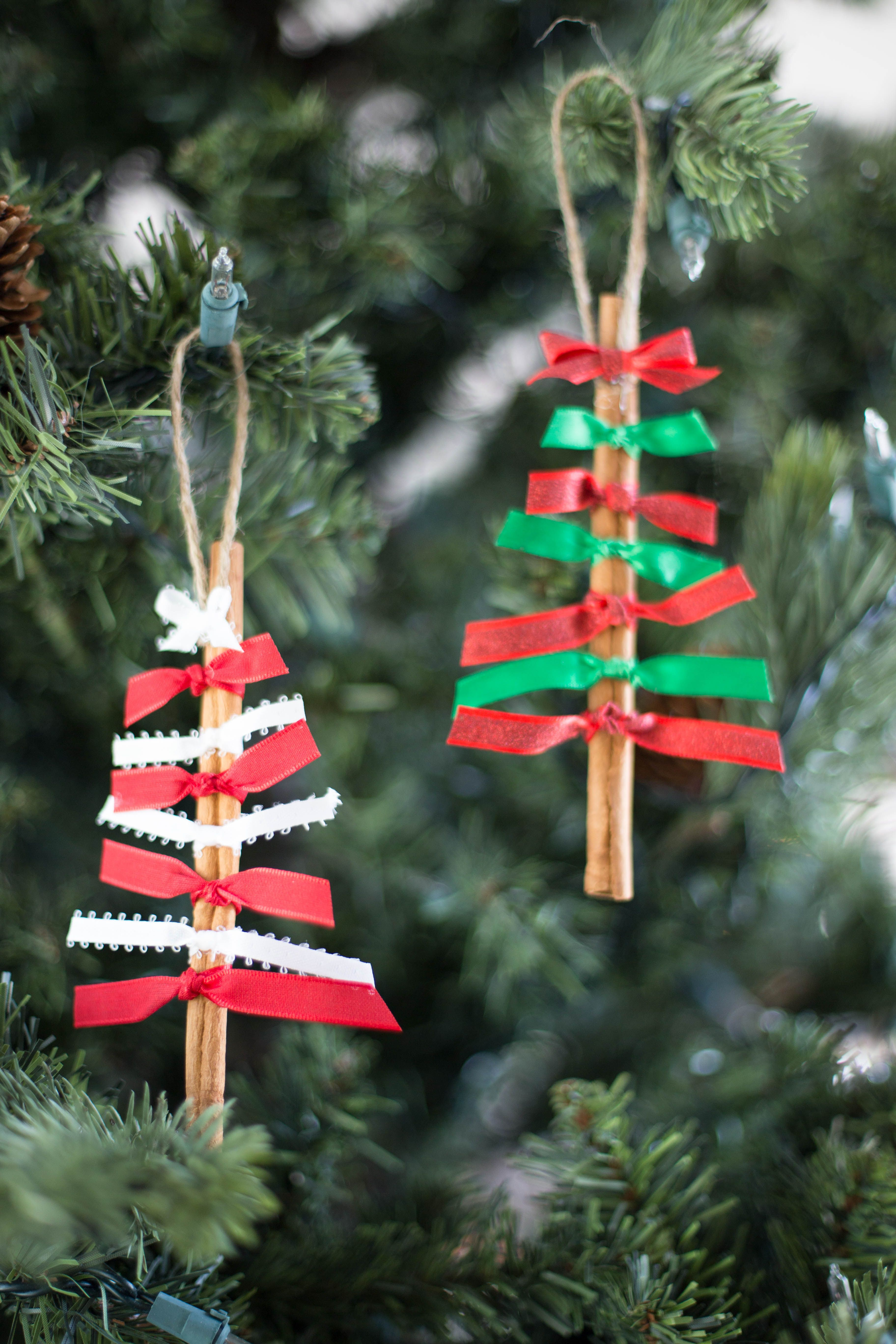 Quick And Easy To Make These Cinnamon Stick Christmas Ornaments Will Add A Darling Look T Diy Christmas Ornaments Cinnamon Sticks Christmas Diy Christmas Tree