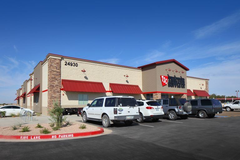 Cbre Arranges 5 3m Sale Of Tractor Supply In Queen Creek Tractor Supplies Queen Creek Tractors