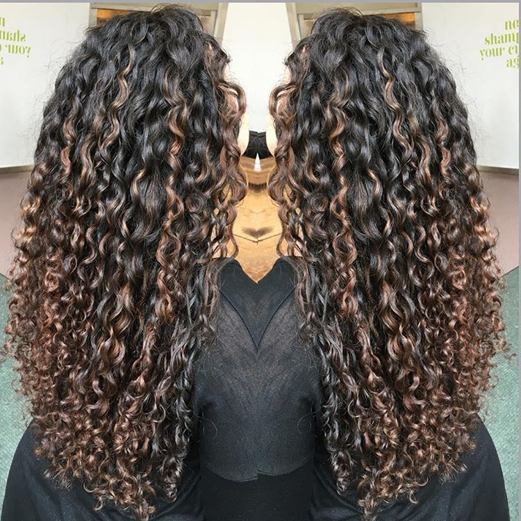 Flattering Subtle Pintura Highlights Curls Pinterest Curly