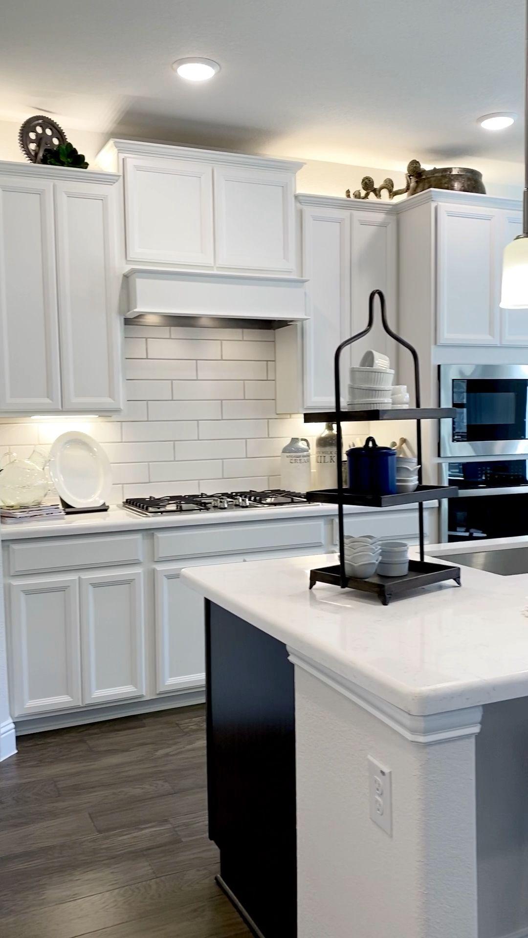 Photo of Piano cucina bianco e concetto aperto