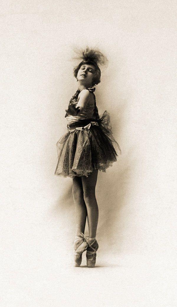 Jämförbar exeges legering  45+ Great Historic Vintage Glamour Photographs   Ballet history, Vintage  glamour, Vintage ballerina