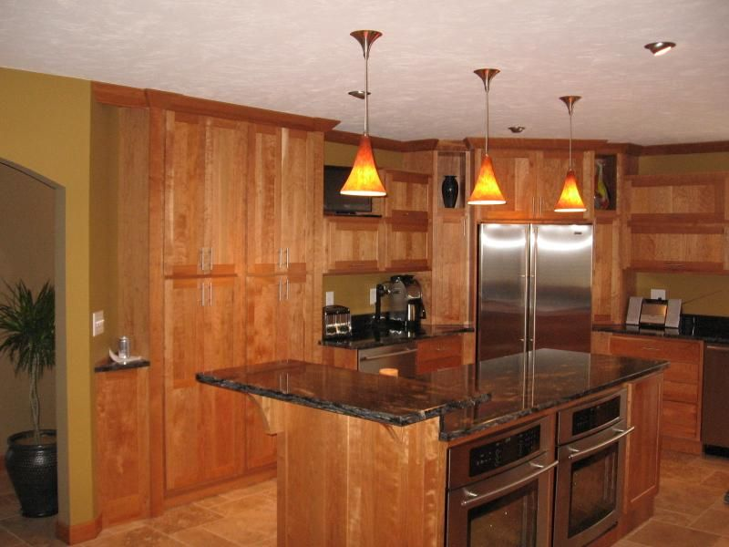 Showplace Wood Products Pendleton Cherry Sienna Kitchen Cabinets With 2  Tiered Island