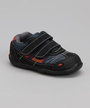 Made for runs, jumps and skips, these fun sneaks are playground-perfect. A flexible exterior, lined footbed and hook and loop closure are freeze-tag ready.