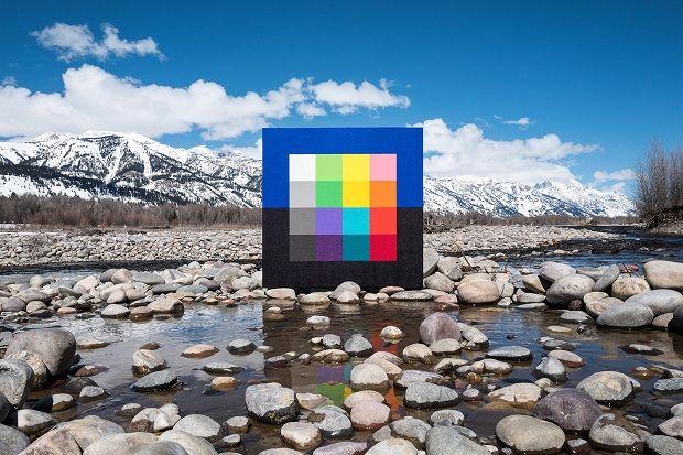 Obras geométricas e coloridas fotografadas na natureza por Andrew Faris;