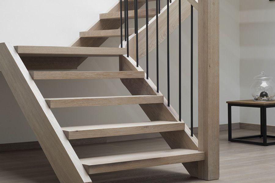 Houten Trap Ideeen : Dhondt interieurlandelijke gebeitste houten trap met wrongstuk d