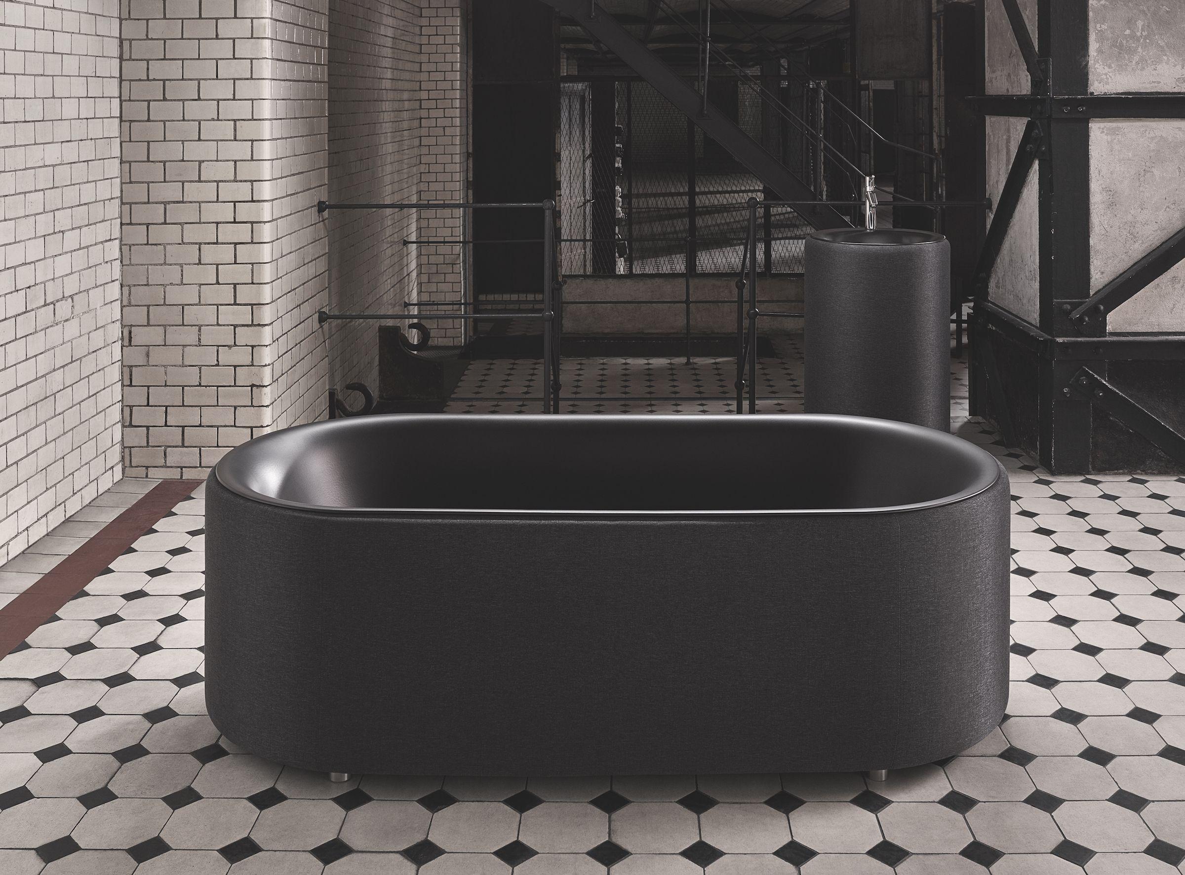 Bette Lux Oval Couture Carbon Bath Bathtub Bathroom Interior Black Allblackeverthing Trends Badewanne Bad Inspiration Freistehende Badewanne