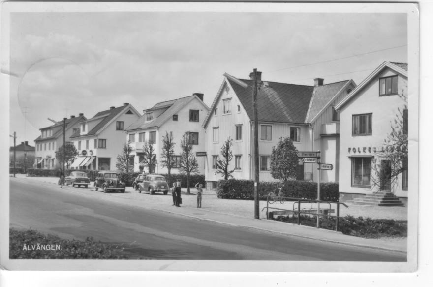 Älvängen med bilar barn och affärer 1962 Ale
