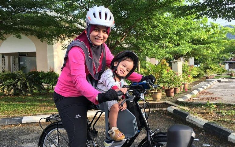 Kerjaya Terkini Ana Raffali Bukan Lagi Penyanyi Nama Ana Raffali Memang Dikenali Satu Masa Dahulu Kini Selepas Berumahtangga Dan Begel Bicycle Helmet Bicycle