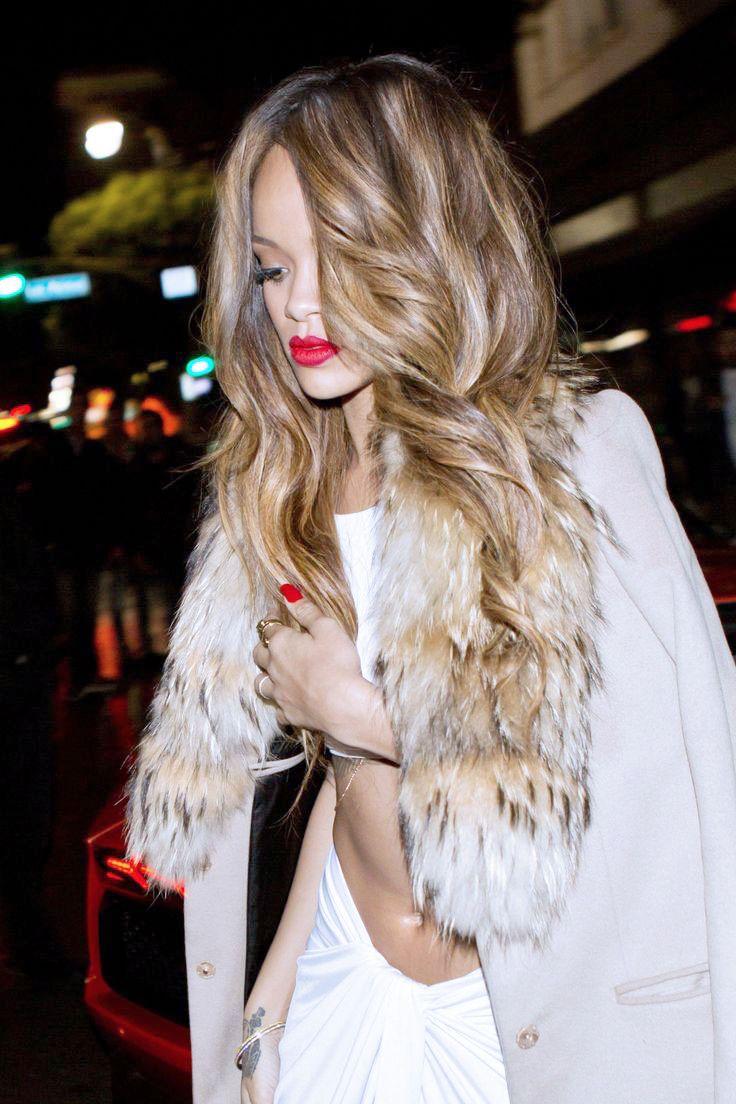 Re Worked Rhianna S Already Beautiful Honey Blonde Highlights God