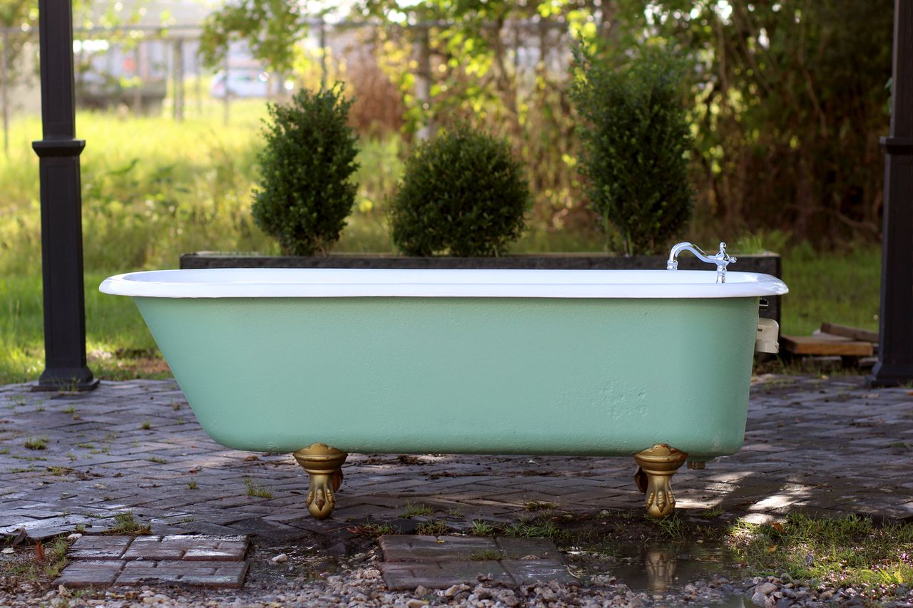 The mark of beauty! Refinished 1920 Antique 5.5\' Clawfoot Bathtub ...