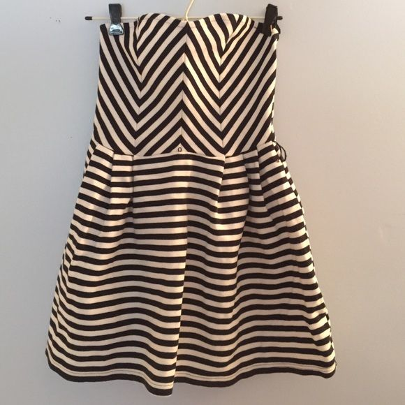 Striped strapless dress Navy and white striped. Super cute Charlotte Russe Dresses Strapless