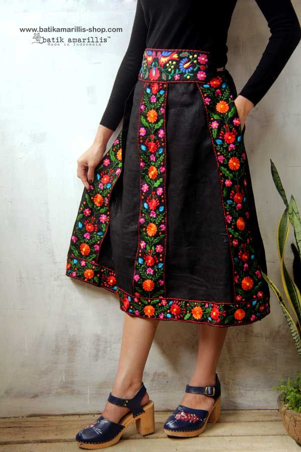 <3 Batik Amarillis's Transylvanian folkloric skirt <3 ..... with Mexican floral embroidery it's such a unique & folkloric skirt inspired by traditional costume in Transylvania , with bold and beautiful mexican embroidery folk art style on black linen